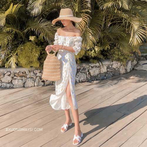 Đầm trắng maxi xẻ tà cùng với hoạ tiết mini cực kỳ nhí nhảnh và thời trang đậm chất Châu Âu cho các bạn nữ