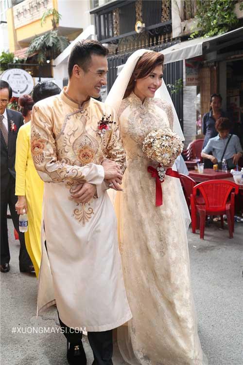 Các cặp đôi có thể lựa chọn áo dài cưới màu vàng cho lễ cưới