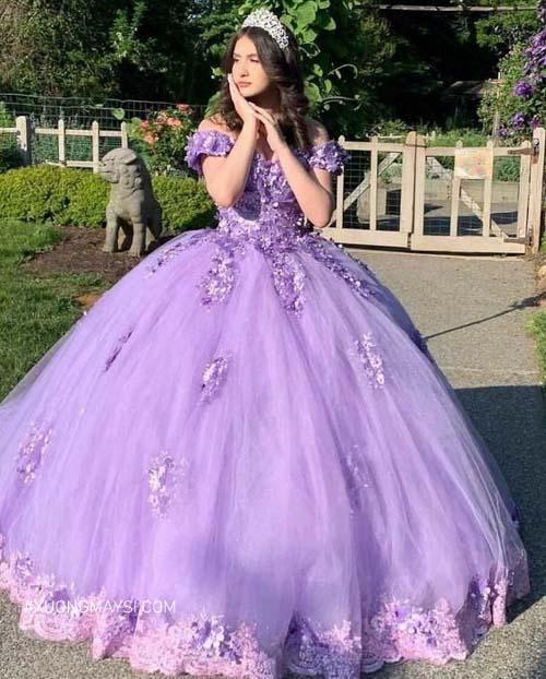 Diện lên mình chiếc váy cưới màu tím khiến nàng thêm phần đằm thắm, bí ẩn và cuốn hút