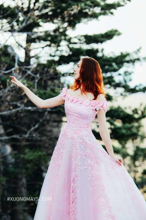 Đầm công chúa màu hồng kiểu dáng trễ vai cực kỳ thu hút dành cho các nàng