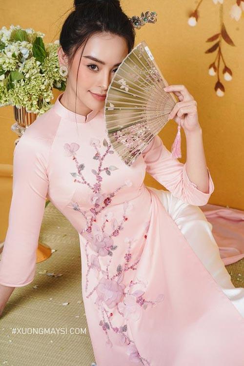 Không thể rời mắt khi nàng diện lên mình chiếc áo dài cưới màu hồng ngọt ngào
