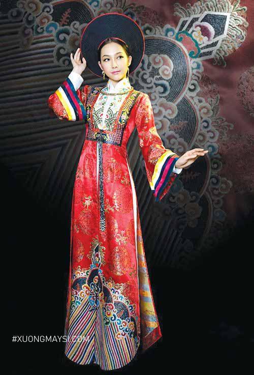Chiếc áo dài cưới truyền thống được nâng tầm thêm phần kiêu sa, sang trọng