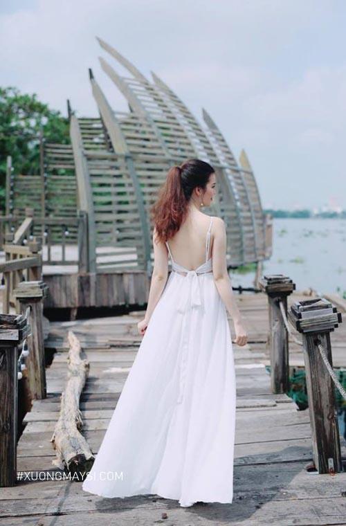 Đầm trắng đi biển 2 dây phong cách hở lưng cực kỳ ấn tượng và sang trọng dành cho nữ