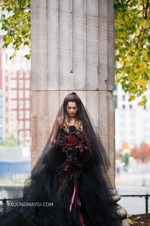 Bí ẩn và ma mị trong thiết kế váy cưới màu đen