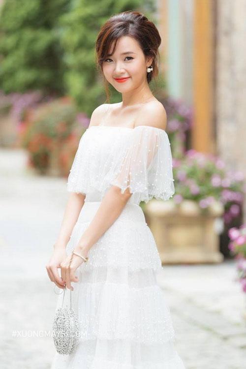 Đầm trắng trễ vai mang phong cách gợi cảm đáng yêu cho nữ