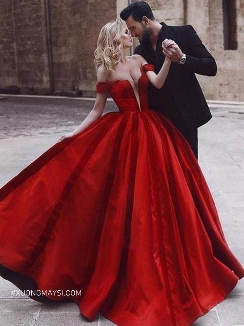 Nàng thêm phần nóng bỏng và quyến rũ trong chiếc váy cưới màu đỏ