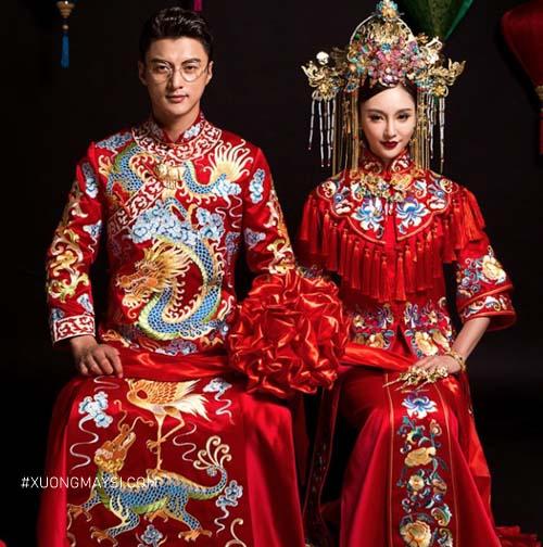 Váy cưới màu đỏ luôn xuất hiện trong các đám cưới của người Hoa