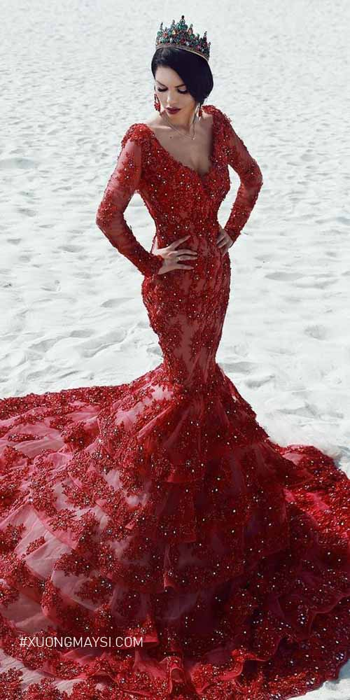Lộng lẫy trong chiếc váy cưới màu đỏ dáng đuôi cá