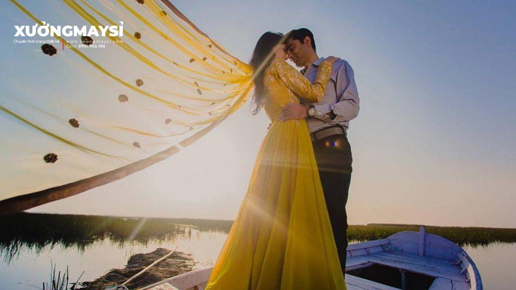 #12 Mẫu Váy Cưới Màu Vàng Ánh Kim Ấn Tượng Lộng Lẫy