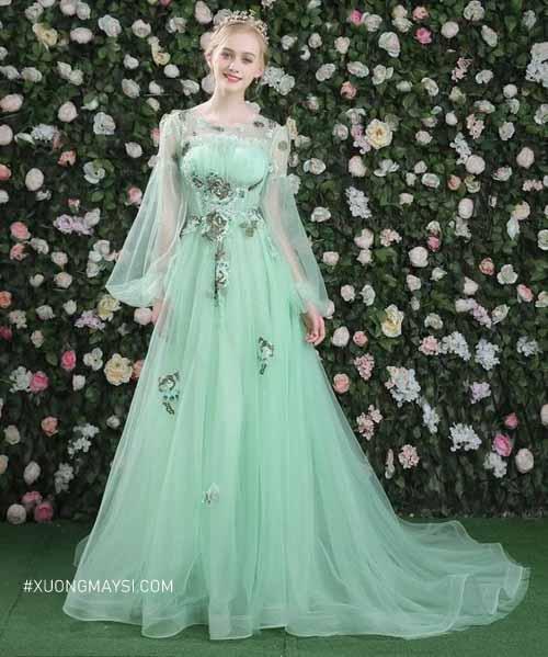Nàng thướt tha trong chiếc váy cưới tay dài màu xanh bạc hà