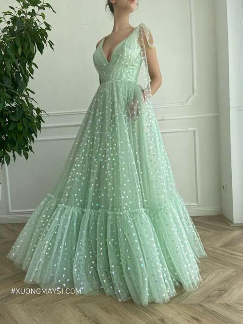 Tỏa sáng nhất trong bữa tiệc cùng chiếc váy cưới màu xanh bạc hà lấp lánh