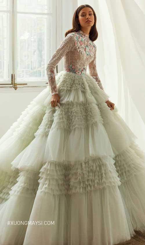 Một chiếc váy cưới công chúa màu xanh bạc hà ấn tượng và cuốn hút