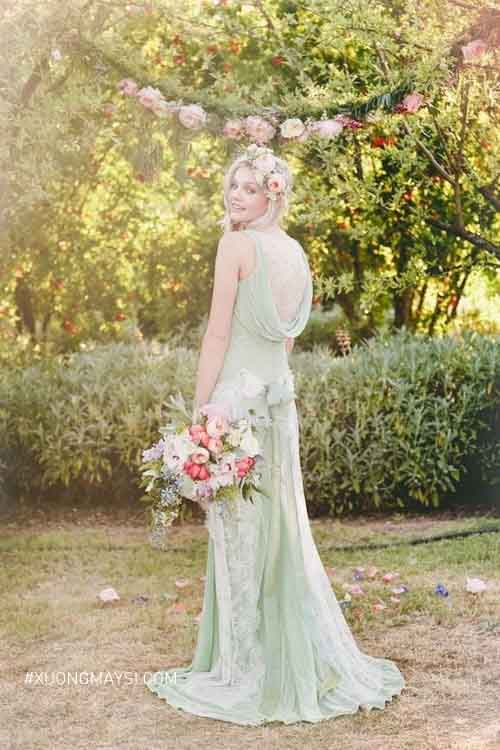 Một chiếc váy cưới màu xanh pastel phù hợp cho ngày cưới